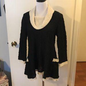 Yushi black/cream tunic